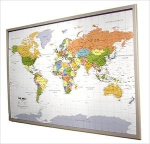 Globus Karte - Politische Weltkarte auf Pinnwand