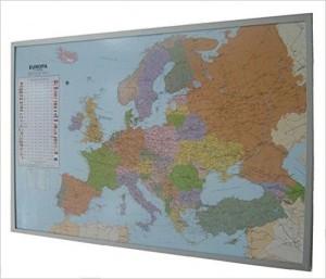 Globus Karte - Politische Europakarte auf Kork-Pinnwand, deutsch: Europakarte zum Pinnen